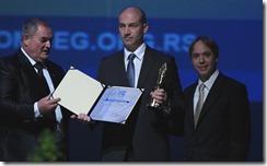 Milos Djurkovic_Direktor HP Srbija prima priznanje u ime kompanije Beogradski pobednik zqa 2012